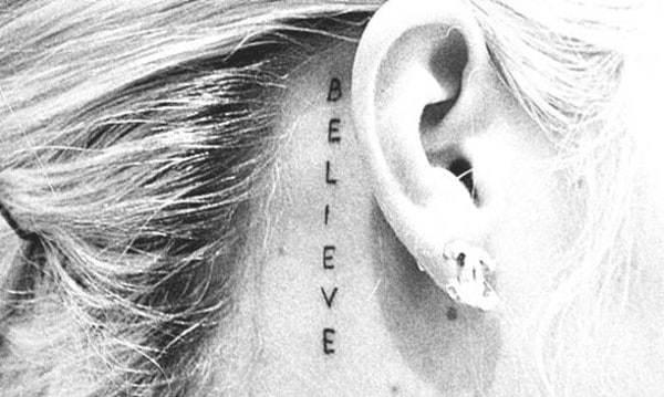 behind-the-ear-tattoos34
