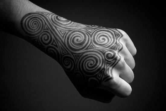 hand-tattoos-32