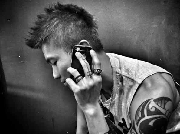 Fleur-de-lis Finger Tattoo by Raice Wong