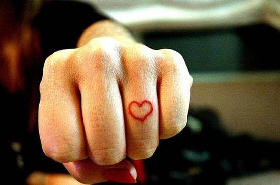 40-Heart-Tattoo-On-Finger
