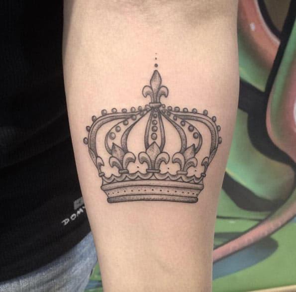 Gray Ink Crown by Anna Carolina Vianna