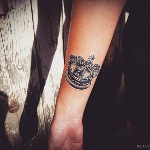 crown-tattoo-19-650x650