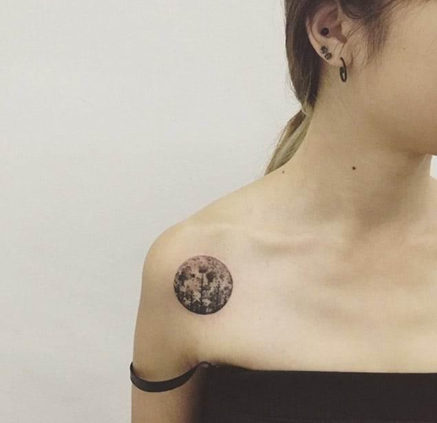 Moon Shoulder Tattoo by ilwol
