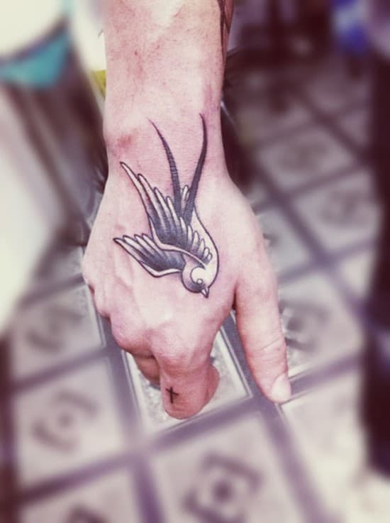 20-swallow-tattoo-on-hand
