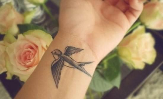 40-Swallow-Wrist-Tattoo