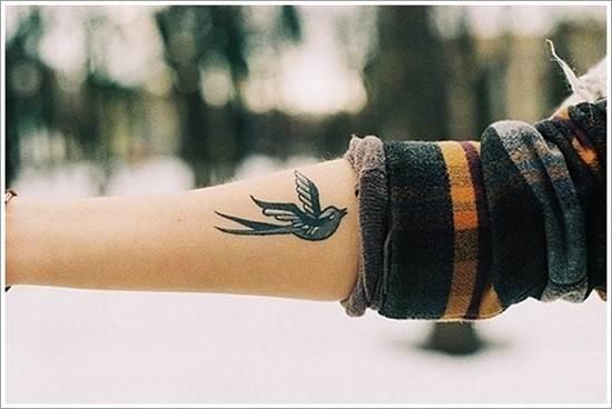 Swallow-tattoo-designs-27