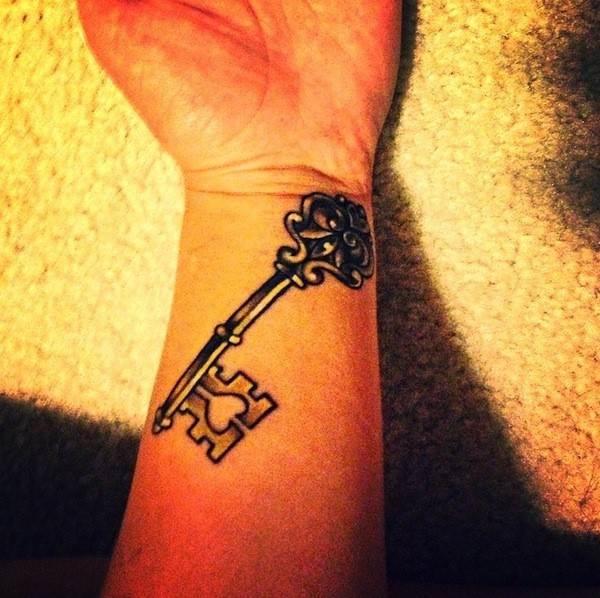 key-tattoo-wrist2