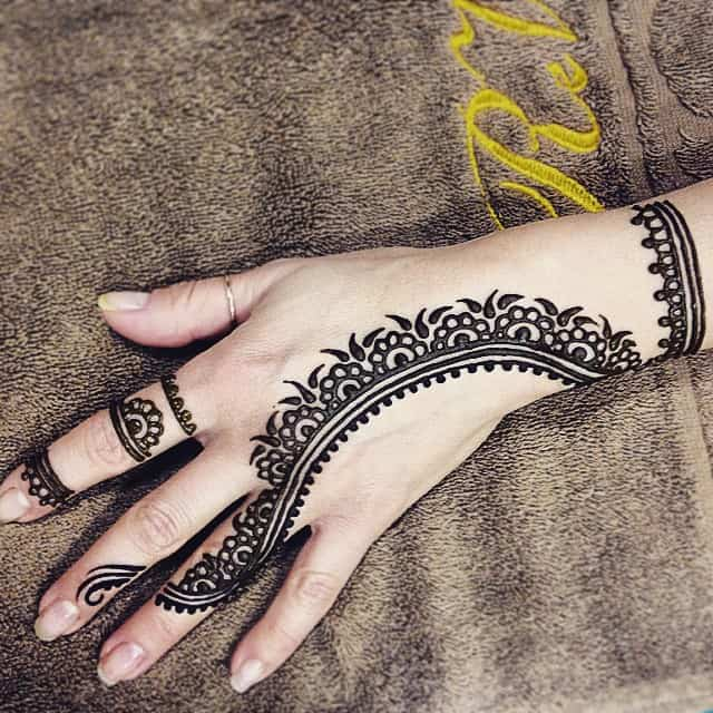 henna tattoo example