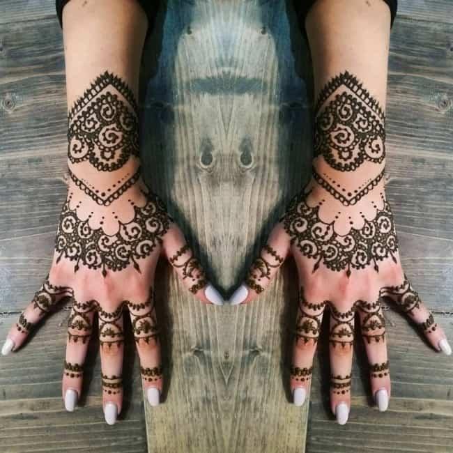 henna tattoos on both hands