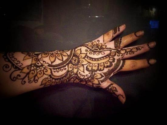 4-henna-hand600_450