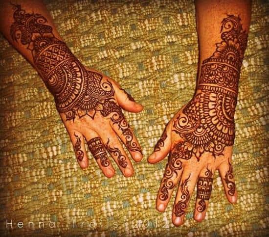 6-henna-hands600_527