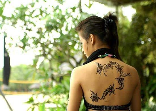 39-floral-and-butterfly-henna-on-back600_425