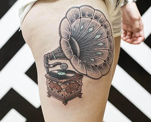 Thigh Tattoos for Women.38