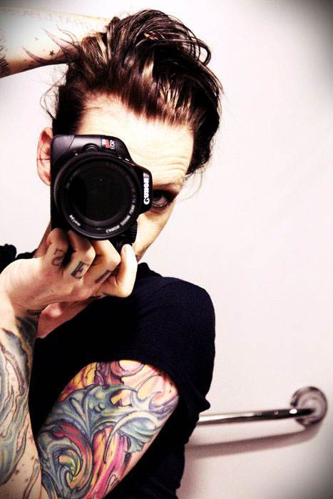Hand Tattoos for Women.12