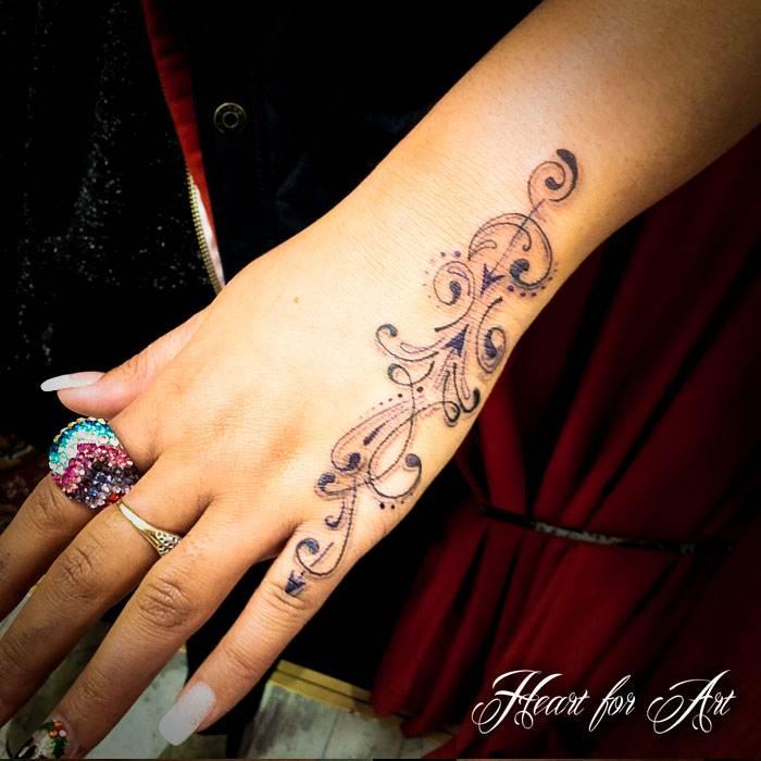 Hand Tattoos for Women.15