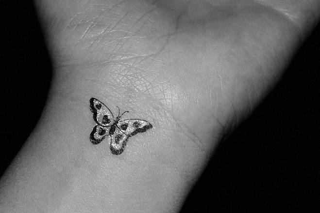 Hand Tattoos for Women.16