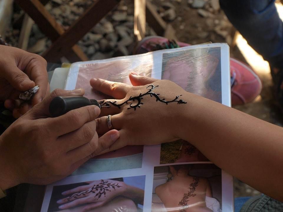 Hand Tattoos for Women.28