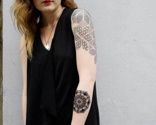 Hand Tattoos for Women.34