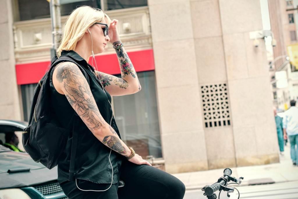 Hand Tattoos for Women.39
