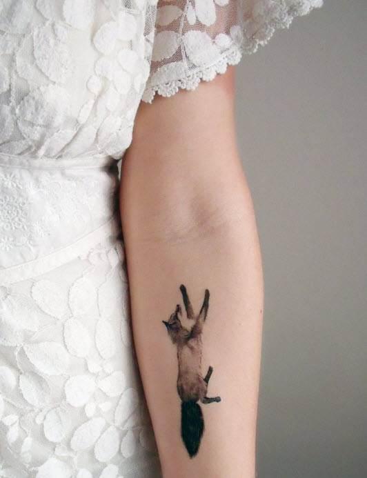 Hand Tattoos for Women.46
