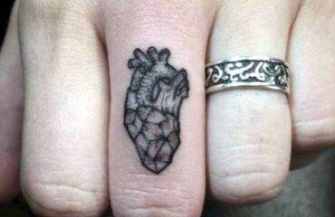 Cute and Discreet Finger Tattoos Designs