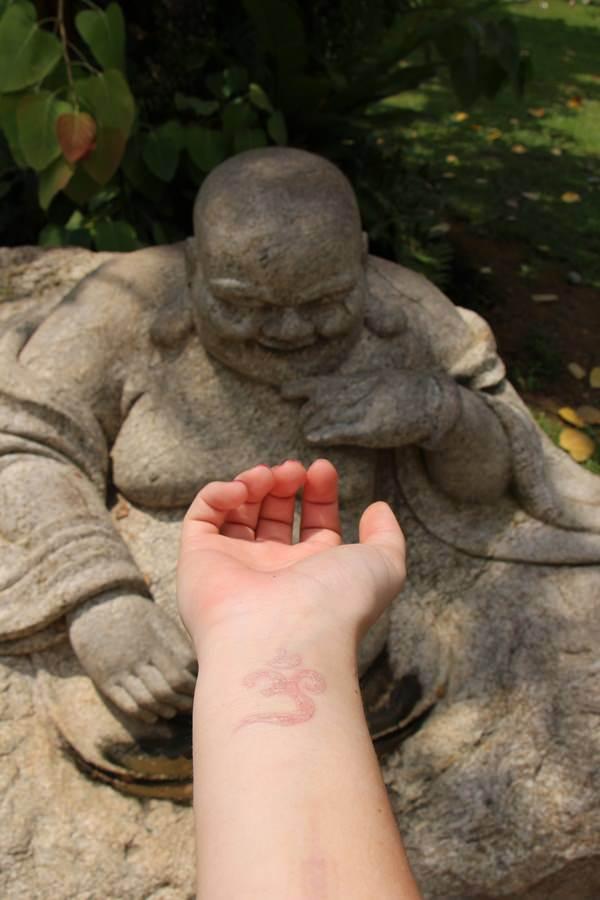 121115-white-ink-tattooswhite ink tattoos-70