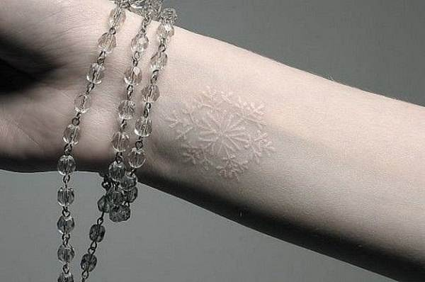 121115-white-ink-tattooswhite ink tattoos-6